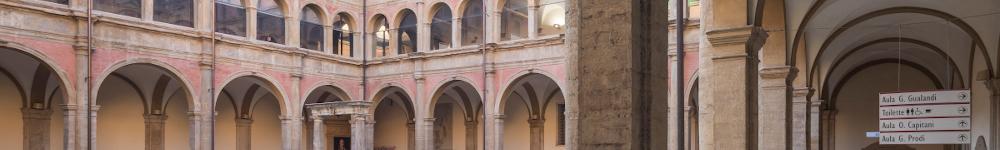 Particolare di fotografia che mostra il chiostro Grande di San Giovanni in Monte
