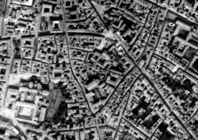 L'area di San Giovanni in Monte ripresa, nel 1944, in una foto aerea della Royal Air Force
