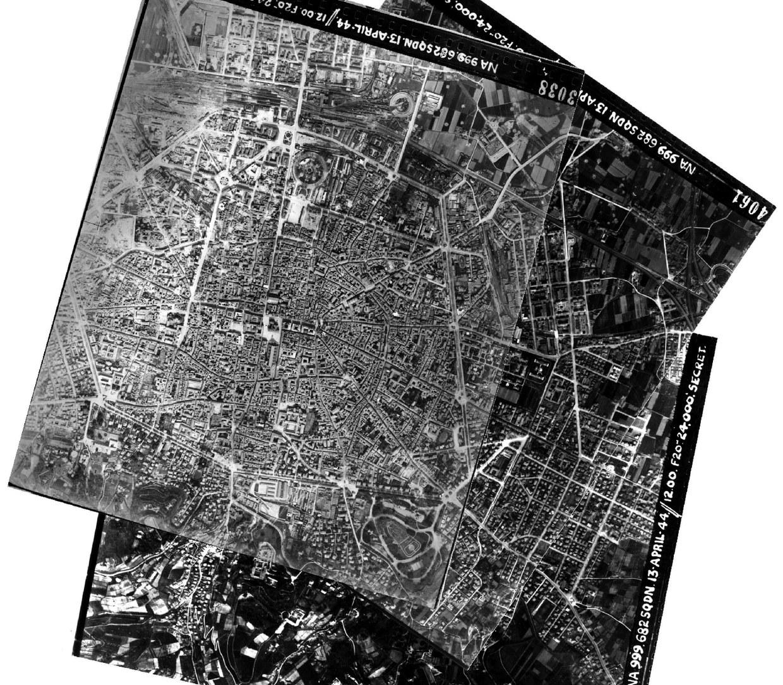 Fotomosaico composto da fotografie aeree del centro storico di Bologna, riprese dalla Royal Air Force nel 1944