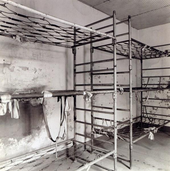Fotografia che ritrae le strutture di alcuni letti