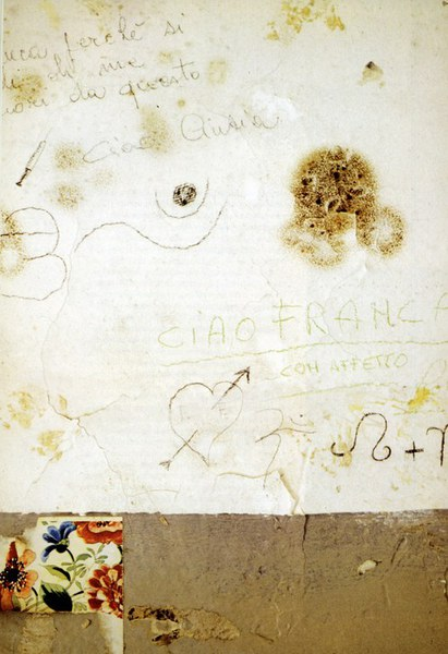 Fotografia che ritrae alcune scritte sulle pareti